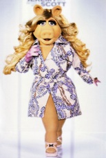 Miss Piggy in Jeremy Scott / 📷 Disney