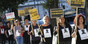 "Members of feminist organizations hold signs during a rally against gender violence and more than 57 femicides, or killing of women, that occurred in Chile in 2014, in Valparaiso city December 26, 2014. The sign (R) reads, ""Jealousy is not part of love, freedom is"". REUTERS/Rodrigo Garrido (CHILE - Tags: CIVIL UNREST)"
