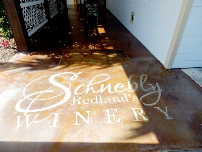 schneblys-wineryentry-homestead-curves-a-la-mode
