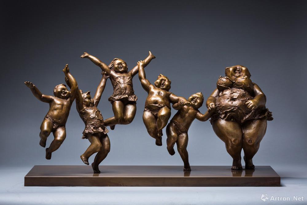 Body Positive Sculptures – Curves a la Mode